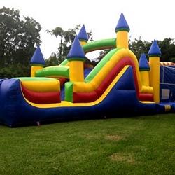 brinquedos infláveis escorregador e pula pula